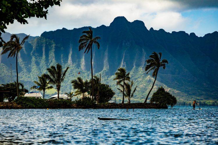 プラウド・オブ・アメリカで行くカウアイ島の古来の山並みナパリコースト