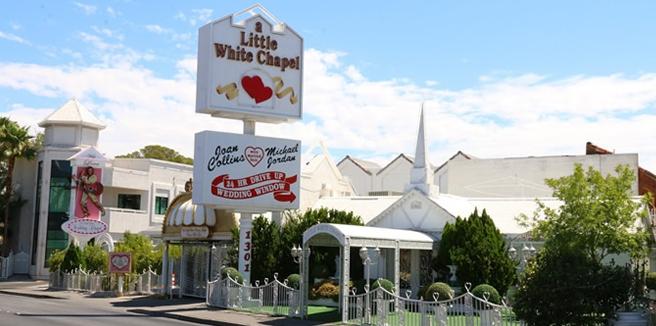 ラスベガスドライブスルーウェディング A Little White Wedding Chapelのウエディングフォトプランならラスベガス挙式専門旅行会社名古屋のグラージュで費用・予算・お見積もり