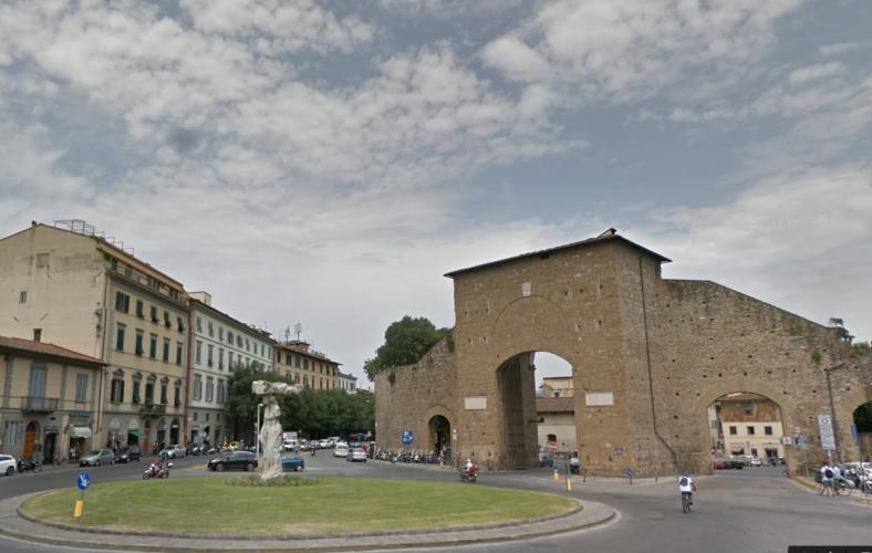 ロマーナ(ローマ)門 Porta Romana