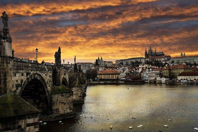チェコ旅行のオリジナル海外オーダーメイドツアーは新婚旅行・ハネムーン計画の費用・予算をグラージュはお値打ちお見積もりします