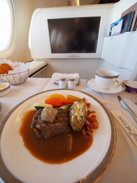 タイ航空,バンコク,ファーストクラス,ビジネスクラス,食事,ワイン