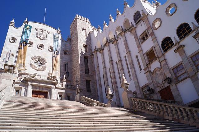 グアナファト大学, グアナファト, メキシコ, アーキテクチャ, 植民地時代の建築 ,階段 ,青い空
