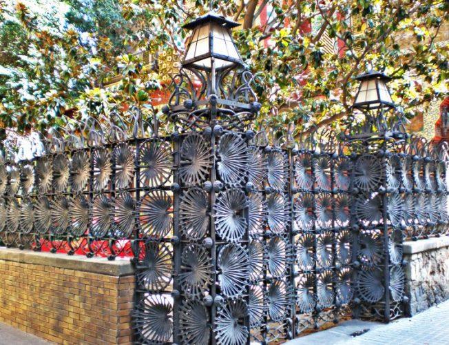 カサ・ビセンス casa vicence バルセロナ 世界遺産 ガウディ バルセロナ旅行費用