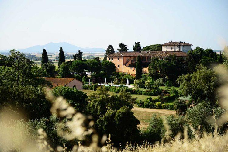 グラマラスヴォヤージュお勧め、トスカーナを吹き抜ける風が丘を駆け巡る美食の特等席 ランダーナ テヌータ・ラ・バディオラ|L'Andana Tenuta La Badiolaのあるトスカーナ地方はイタリアの台所と呼ばれるトスカーナ旅行、イタリア旅行の行き方,予算,費用は無料見積もりに自信の名古屋のオーダーメイド専門旅行会社グラージュへ 宮殿ヴィラ