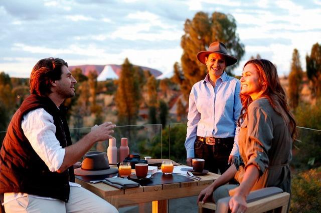 グラマラスヴォヤージュお勧め、Longitude 131° ロンギチュードは、ウルル(エアーズロック)での贅沢な砂漠のド真ん中にある高級ロッジです。オーストラリアの中心にあるウルルでの貴重な体験していただける唯一無為のリゾートです。ロンギチュード 131° |Longitude 131°に泊まる旅 のお問合せは名古屋のグラージュへ