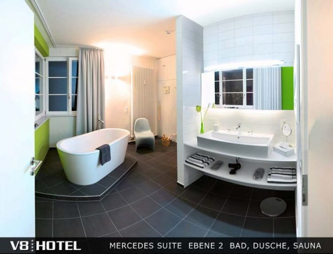 V8HOTEL-Mercedes-Suite-Ebene-2-Bad- V8 HOTEL,シュトゥットガルト,ポルシェ博物館,ベンツ博物館