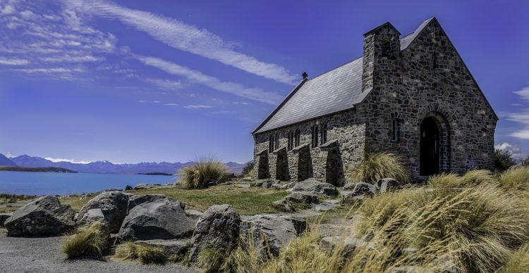 グラマラスヴォヤージュお勧め、.ニュージーランド/テカポ 善き羊飼いの教会挙式|The Church of the Good Shepherd への旅、テカポウエディング旅行、善き羊飼いの教会挙式旅行の行き方,予算,費用は無料見積もりに自信の名古屋のオーダーメイド専門旅行会社グラージュへ