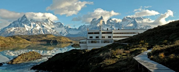 パタゴニアの大自然を満喫する旅。グラマラスヴォヤージュお勧め、地球の裏側の南米大陸の最南端にパタゴニアの広大な大地がある。フィッツ・ロイがシンボルマークのアウトドアメーカーあの「パタゴニア」運営する地球の最果てホテル「エクスプローラ・パタゴニア」Explora Patagoniaに泊まる旅、パタゴニア旅行の行き方,予算,費用は無料見積もりに自信の名古屋のオーダーメイド専門旅行会社グラージュへ