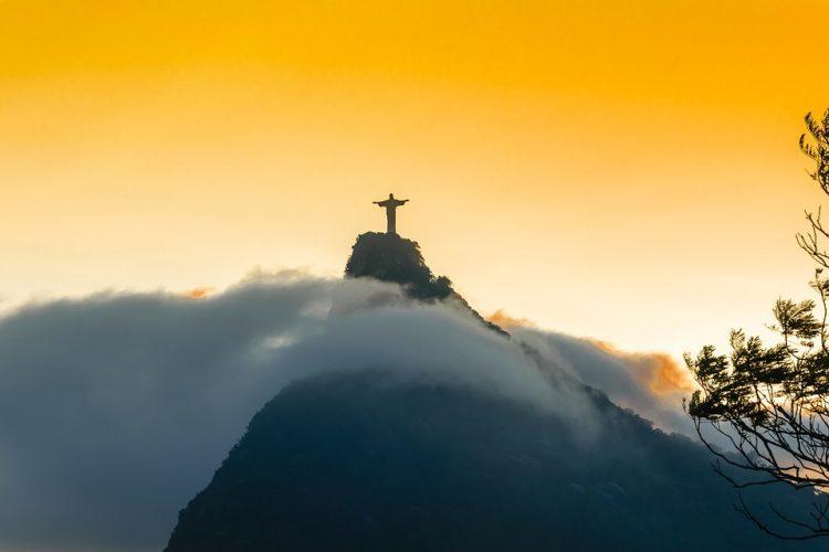 グラマラスヴォヤージュお勧め、ブラジル政府はオーストラリア、日本国籍保持者に対し、ビジタービザ取得の簡素化としてE-visa(オンラインサービス)システムの導入を開始しました。日本は2018年1月11日より受付開始予定となっております。申請(発行)に掛かる手数料はUSD 40,00、ビザ有効期限は最長2年間とのこと。ブラジル旅、リオデジャネイロ旅行,イグアス旅行の行き方,予算,費用は無料見積もりに自信の名古屋のオーダーメイド専門旅行会社グラージュへ