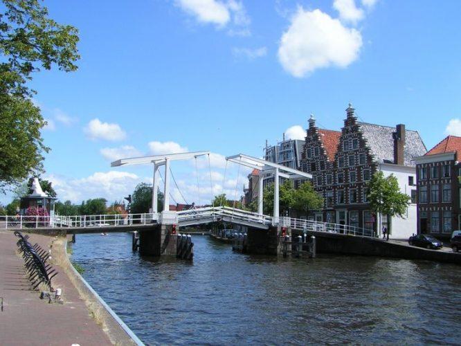 グラマラスヴォヤージュお勧め、オランダの随一の美しい古都ハーレム| Haarlem旅、ハーレム旅行、オランダ旅行の行き方,オランダ跳ね橋予算,費用は無料見積もりに自信の名古屋のオーダーメイド専門旅行会社グラージュへ
