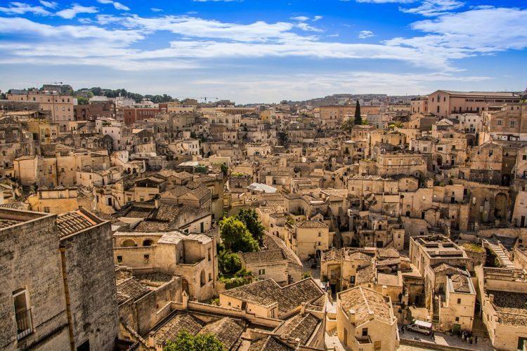グラマラスヴォヤージュお勧め、ローマから日帰り・1泊2日で満喫する世界遺産アルベロベッロとマテーラへの旅行、世界のアルベロベッロ&マテーラ旅行の行き方,インスタ映え観光地、世界遺産アルベロベッロと世界遺産マテーラへの予算,費用は無料見積もり、イタリア旅行に詳しい名古屋のオーダーメイド専門旅行会社グラージュへ