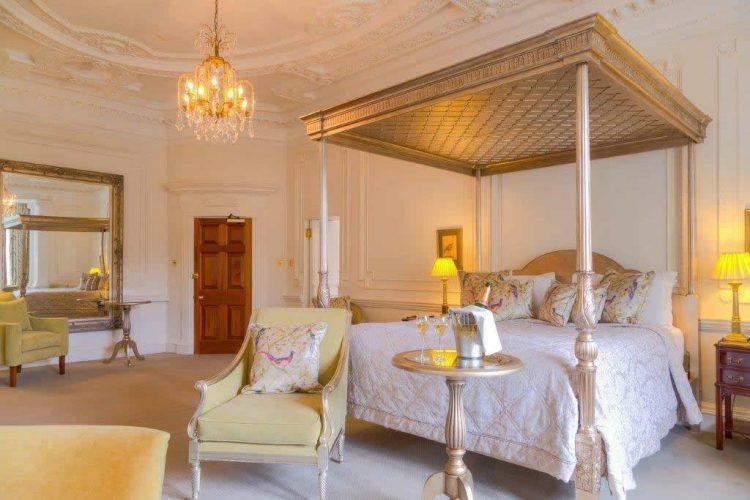 ラッシュトン・ホール・ホテル&スパ Rushton Hall Hotel and Spa 天蓋付き寝室