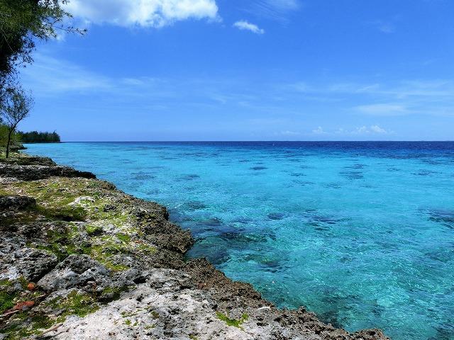 コバルトブルーが眩しいキューバのカリブ海