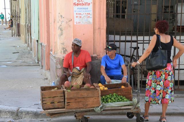 ハバナの街角マーケット