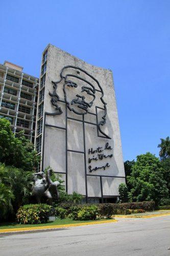 英雄チェ・ゲバラはキューバを救ったか