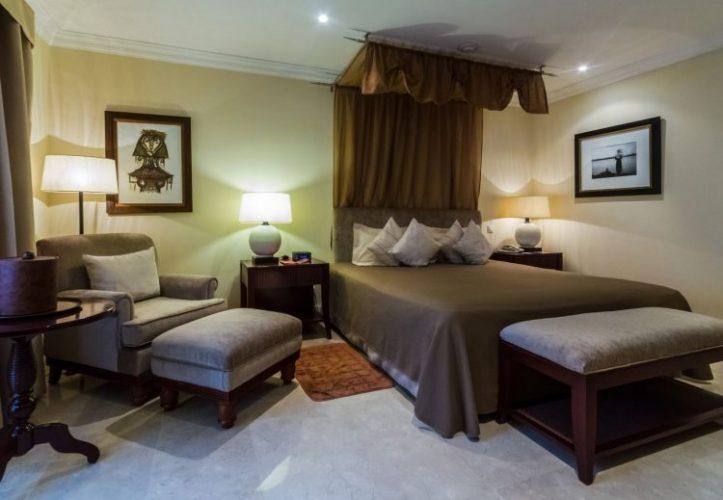 ハバナ市内で最も清潔でゆったりとしたサラトガホテルの部屋