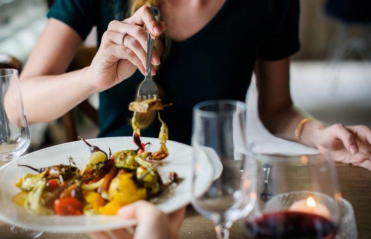 食事だけはちょっと寂しいひとり旅、仲間を見つけてアタックしよう楽しい食事も一人旅