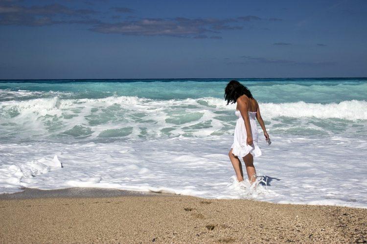 ビーチリゾートを独り旅、失恋しても一人旅、ビーチは孤独を洗い流してくれる