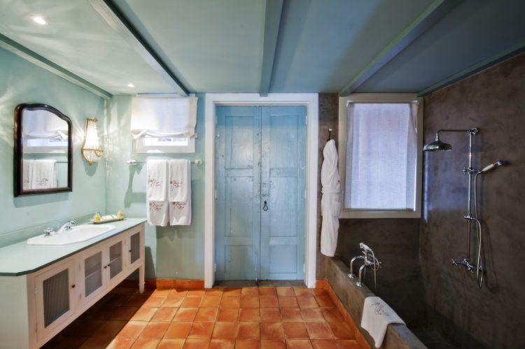 ホテル・ハシエンダ・デ・アバホ|Hotel Hacienda De Abajo デラックス浴室