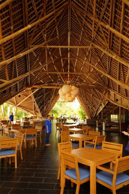 自慢のバンブー(竹)を組み上げたレストランは自然力高いモーベンピック リゾート クレディヴァル モルディブ