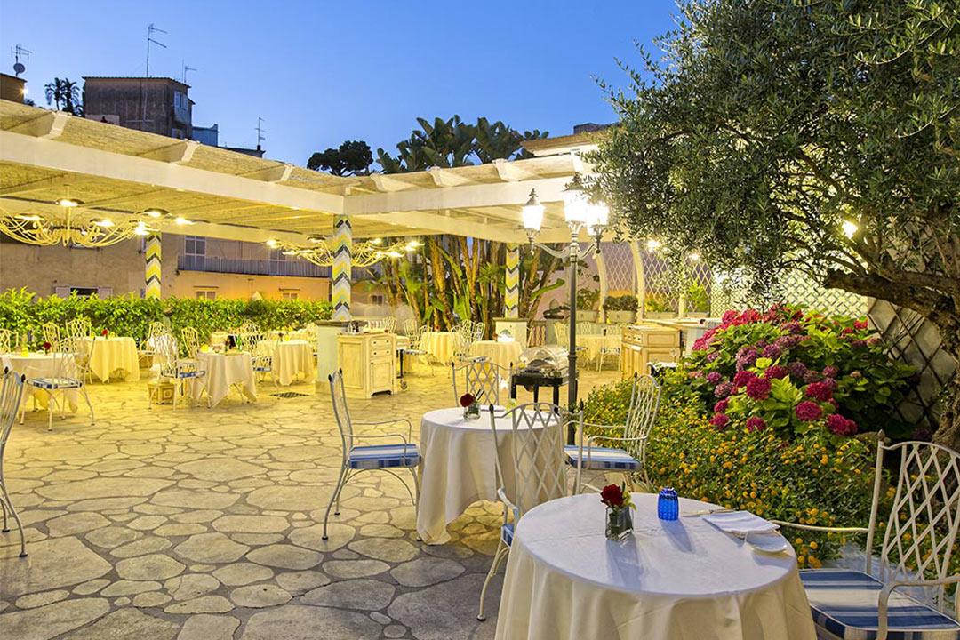 テルメ・イタリア温泉リゾートのマンチィ・ホテル&スパ、Terme Manzi Hotel & Spaはルレエシャトー加盟でミシュラン星付きメインダイニング、イスキア島、温泉